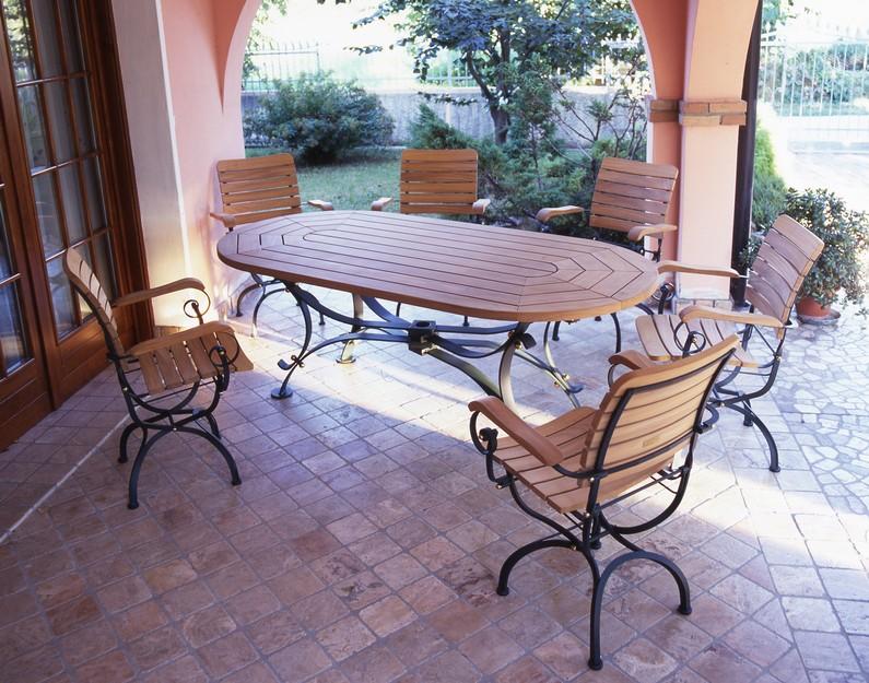 Tavolo in ferro e teak galileo ovale five stars italy pergole mobili per giardino cucine da - Tavolo in ferro battuto da giardino ...
